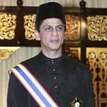 Shahrukh Khan Gets Award in Malaysia-1