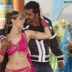 Ajay Devgn and Tamanna sizzling in Himmatwala