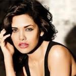 Esha Gupta Women Look Sexy Doing Action Onscreen-1