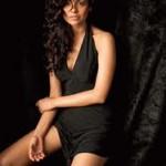 Esha Gupta Women Look Sexy Doing Action Onscreen-2