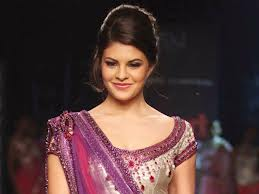 Jacqueline Fernandez seduces Saif Ali Khan in Race 2-6