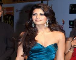Jacqueline Fernandez seduces Saif Ali Khan in Race 2-9