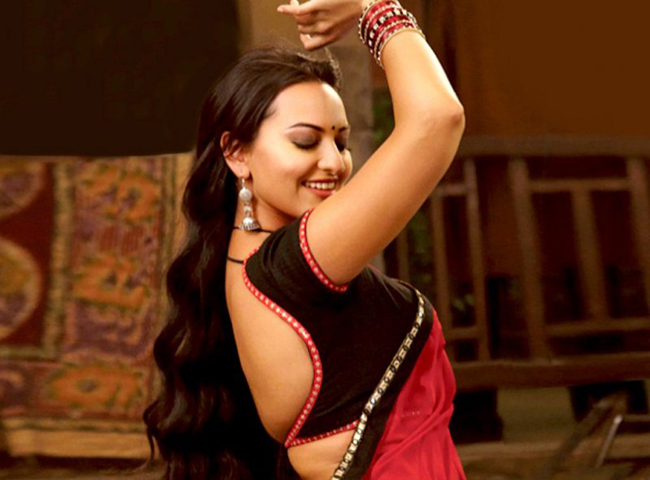 Sonakshi Sinha do item song in Himmatwala Sonakshi and Imran Khan in Indian Idol junior (Qawwali special)