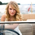 Taylor-Swift-&-Harry-Styles-Holding-Hands-12