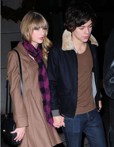 Taylor-Swift-&-Harry-Styles-Holding-Hands