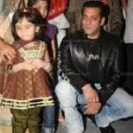 Salman Khan Gives Medical Aid to Cancer Patients-17