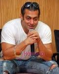 Salman Khan Gives Medical Aid to Cancer Patients-8