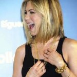 Jennifer Aniston Discovers Snake Skin Pedicures-18