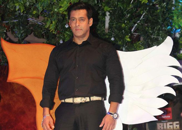 Latest bollywood news, bollywood news, bollywood gossips, bollywood celebrity, celebrity news, celebrity fashion, bigg boss sath 7, bigg boss season 4, bollywood actor, salman khan, about salman khan, salman khan news, salman khan picture, salman khan pics, salman as hoster, salman host show