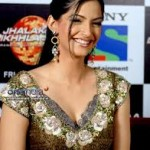 Sonam Kapoor loves to signed books by authors-13