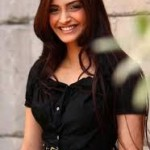 Sonam Kapoor loves to signed books by authors-3