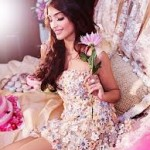 Sonam Kapoor loves to signed books by authors-4