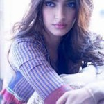 Sonam Kapoor loves to signed books by authors-5