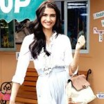 Sonam Kapoor loves to signed books by authors-8