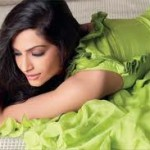 Sonam Kapoor loves to signed books by authors-9