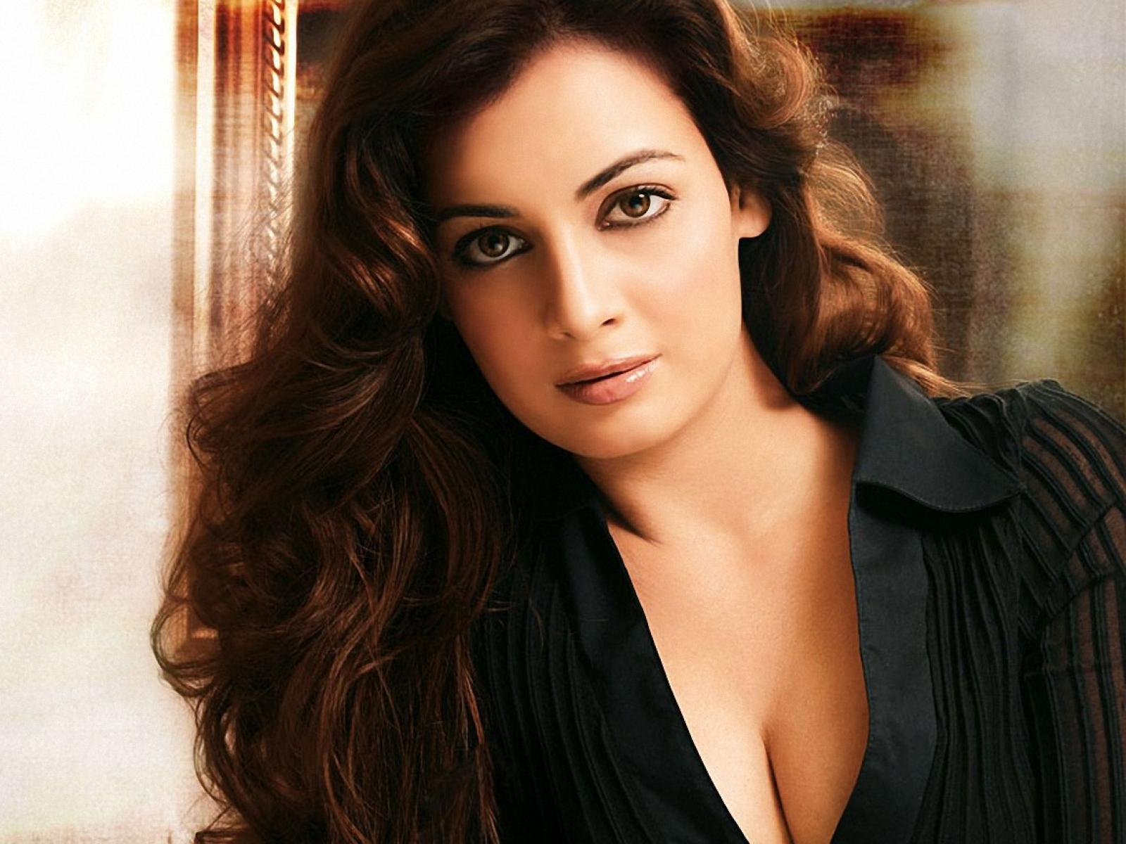 Bollywood Hot Actress Dia Mirza to get married in October Bollywood Hot Actress Dia Mirza to get married in October