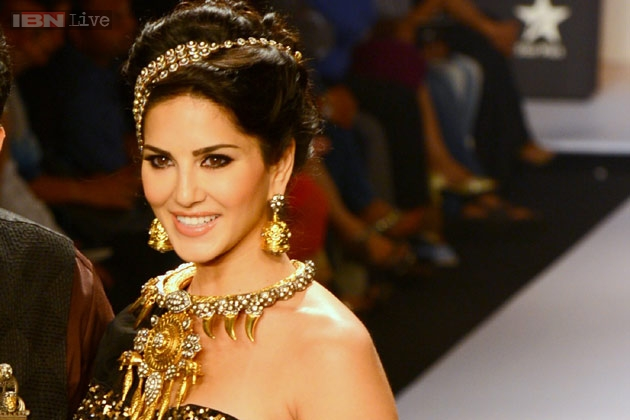 Sunny Leone being showstopper at jewellery showcase
